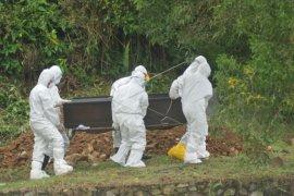 Tayamum jenazah COVID-19 diupayakan bukan di luar kain kafan, kata MUI
