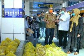 Pemprov Gorontalo distribusikan sembako untuk 295 buruh Bandara Djalaluddin