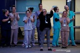 Berikan Apresiasi para tenaga medis, warga Inggris bertepuk tangan