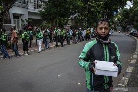 Istana Kepresidenan bagi-bagi ribuan nasi kotak gratis untuk pengendara
