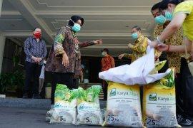 Pemkot Surabaya dapat bantuan 200 ton beras untuk warga terdampak COVID-19