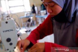 Peduli pencegahan Corona, SMKN1 Kandangan produksi masker kain gratis