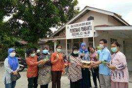 Tangkal COVID-19, Kagama bagikan hand sanitizer kepada  masyarakat