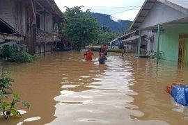 Ratusan rumah warga di Muara Komam Kabupaten Paser terendam banjir