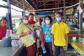 Pemuda Katolik Kepulauan Tanimbar bagikan masker dan Vitamin C cegah Corona