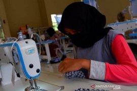 SMKN1 Kandangan produksi masker kain cegah wabah corona