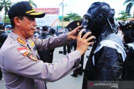Polresta Banjarmasin bekali Bhabinkamtibmas baju APD pencegah virus