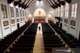 Churches adapt to COVID-19 with online Sunday service