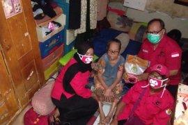 PDIP Surabaya distribusikan paket beras kepada warga terdampak COVID-19