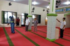 PKS Kota Serang semprot disinfektan masjid dan mushalla bantu cegah Corona
