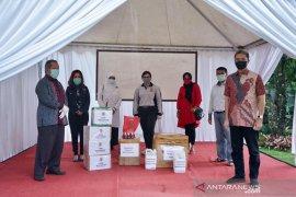 DPRD Kota Bogor berikan bantuan APD untuk penanganan COVID-19