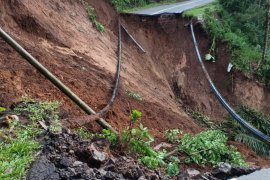 Tanah longsor putus akses Selingkar Wilis di Trenggalek