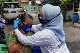 Demokrat Surabaya bagikan 10 ribu masker dan sembako