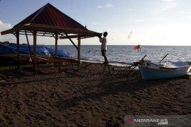 Wisata pantai Tanjung Bayang sepi pengunjung Page 2 Small