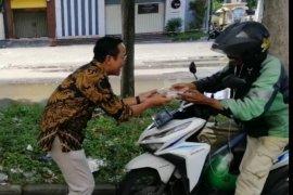Legislator PSI rutin bagikan nasi kotak tiap pekan untuk warga Surabaya