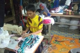 Perajin masker kain di Lebak, Banten kebanjiran order