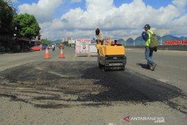 Perbaiki jalan trans Sulawesi Page 1 Small