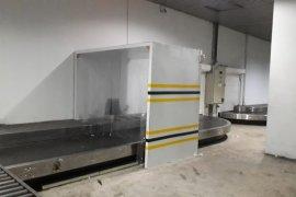 Bandara AP II mengoperasikan mesin penyemprot disinfektan untuk bagasi