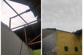 Kecamatan Binjai Langkat dilanda angin puting beliung