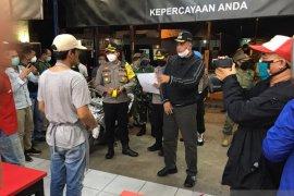 Patroli gabungan Pemkot Bekasi bubarkan kerumunan