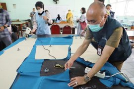 48 SMK di Jatim hasilkan 2.500 baju APD