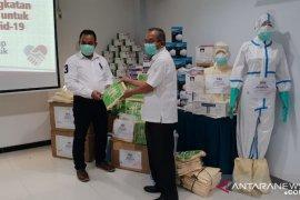Semen Indonesia serahkan bantuan APD dan alat kesehatan senilai Rp15 miliar