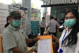 La Nyalla Academia serahkan 100 kotak masker medis ke RS Unair Surabaya