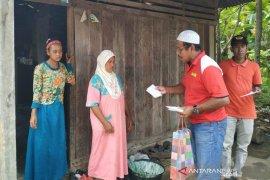 Masyarakat Sikabu santuni yatim kurang mampu