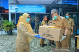 Wawali kembali bagikan APD petugas kesehatan