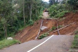 Terdampak longsor, Pemkab Trenggalek buka jalan baru di jalur selingkar Wilis