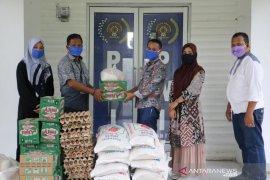 Mifa Bersaudara-BEL salurkan bantuan pangan untuk PWI Nagan Raya