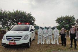 Tim Khusus Polda Metro bantu pemakaman jenazah terpapar COVID-19