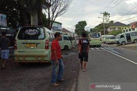 Sopir angkot di Garut minta  petugas tertibkan mobil omprengan