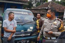 Petugas tertibkan sejumlah mobil omprengan di Garut