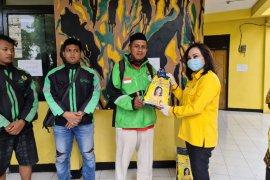 Politikus Golkar bagikan 5 ton beras ke warga Kota Surabaya