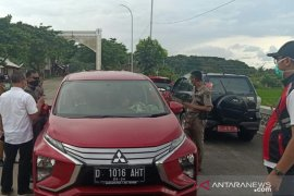 Satgas COVID-19 Pemkab Cianjur pulangkan puluhan kendaraan luar kota