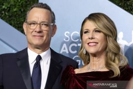 Tom Hanks-Rita Wilson sumbang darah untuk vaksin corona
