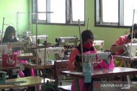 SMKN 4 Kota Madiun bantu Pemprov Jatim membuat APD