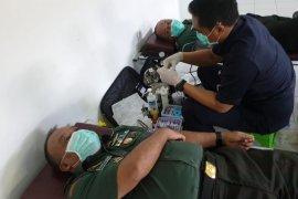 60 TNI-mahasiswa ikuti donor darah di Kesdam IX/Udayana