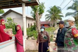 Babinsa di Desa Api-Api sisihkan gaji bantu warga jalani isolasi mandiri