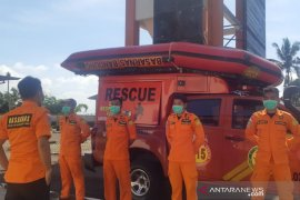 Pencari udang hilang terbawa arus di Pantai Cimanuk, Tasikmalaya