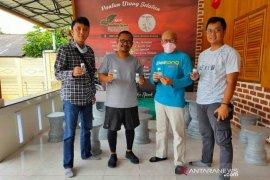 Pengusaha muda Basel berikan hand sanitizer kepada Pokja jurnalis Bangka Selatan