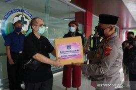Kapolres serahkan bantuan APD Bhayangkari ke RSUD Cianjur