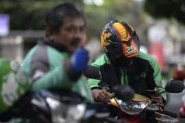 Pengendara motor dilarang berboncengan selama PSBB di  Jakarta