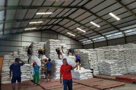 Pemkab Kediri salurkan bantuan beras untuk warga terdampak wabah corona