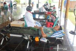 Anggota TNI di Aceh donor darah