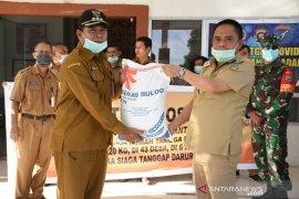 13.454 RTM Kayong Utara terima beras bantuan Pemprov Kalbar