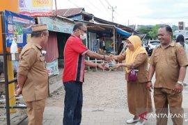 Ketua DPRD serahkan bantuan fasilitas cuci tangan untuk masyarakat