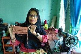 Dompet Ummat Kalbar berdayakan binaannya produksi masker