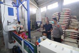 Kapolda Kalbar sidak pabrik masker dan gudang beras